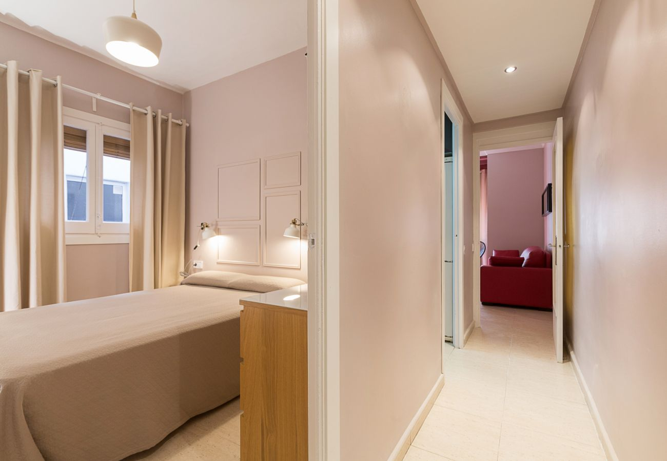 apartment plaza españa double bedroom with interior balcony