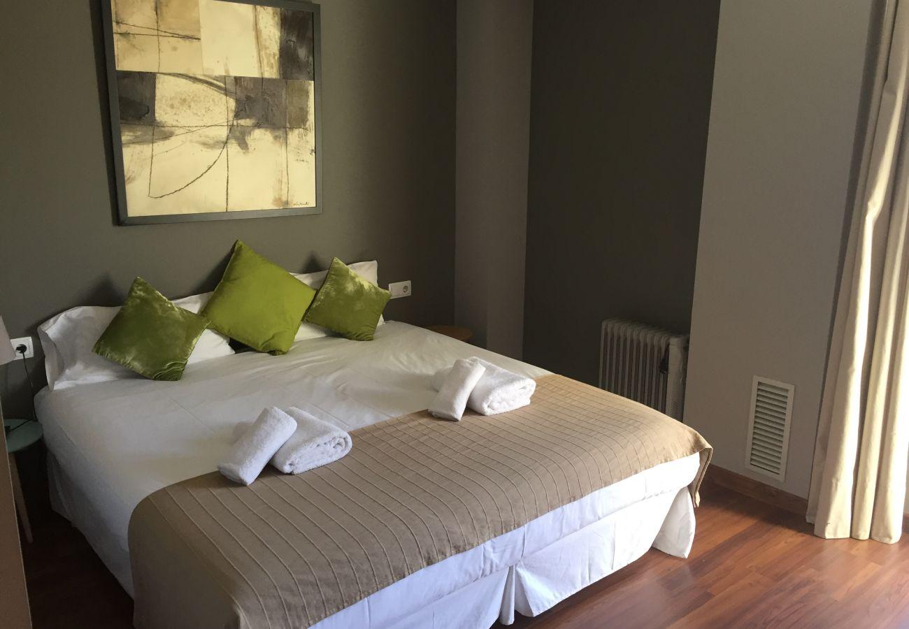 Apartamento em Hospitalet de Llobregat - LA FIRA, large, stylish, 4 bedrooms