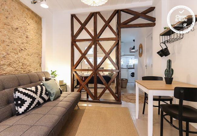 em Lisboa - GOLDEN STUDIO INSIDE CASTLE WALLS by HOMING