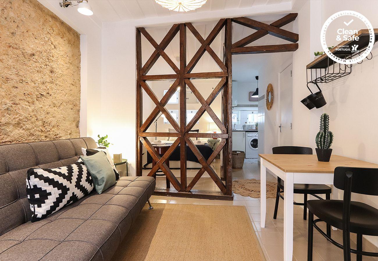 Estúdio em Lisboa - GOLDEN STUDIO INSIDE CASTLE WALLS by HOMING