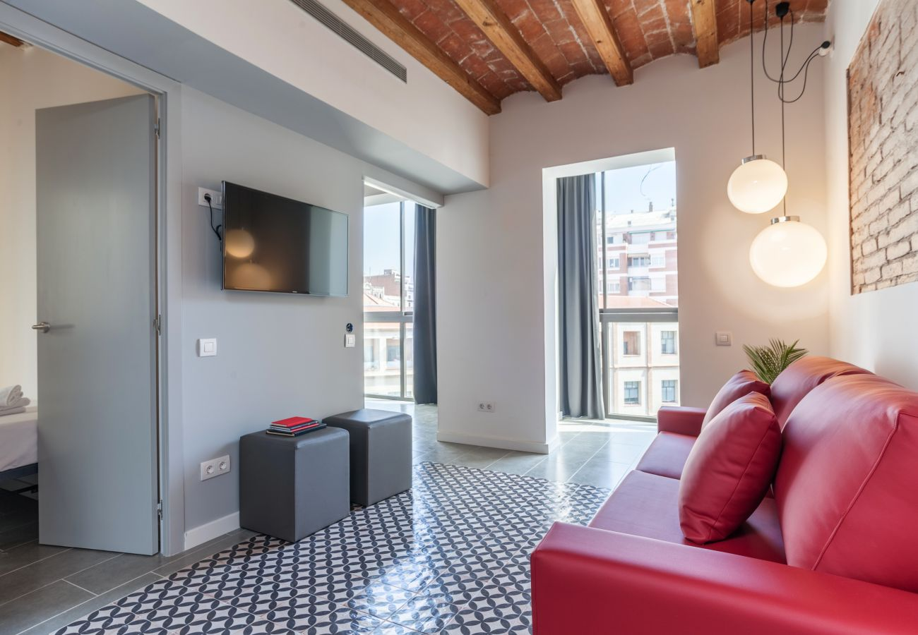 Design apartment with 3 bedrooms and access to the shared terrace in the center of Barcelona