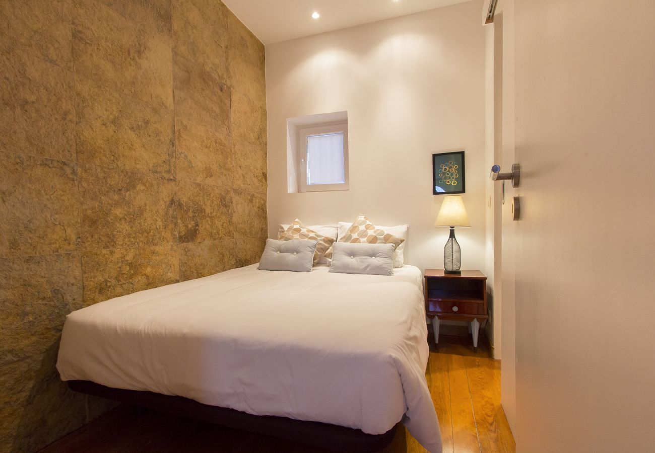 Apartment in Lisbon - SANTA MARTA VINTAGE DESIGN II by HOMING