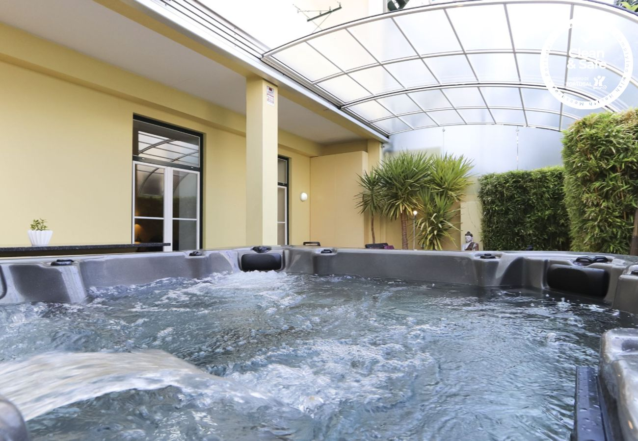Apartment in Lisbon - GRAÇA JACUZZI W/ TERRACE by HOMING