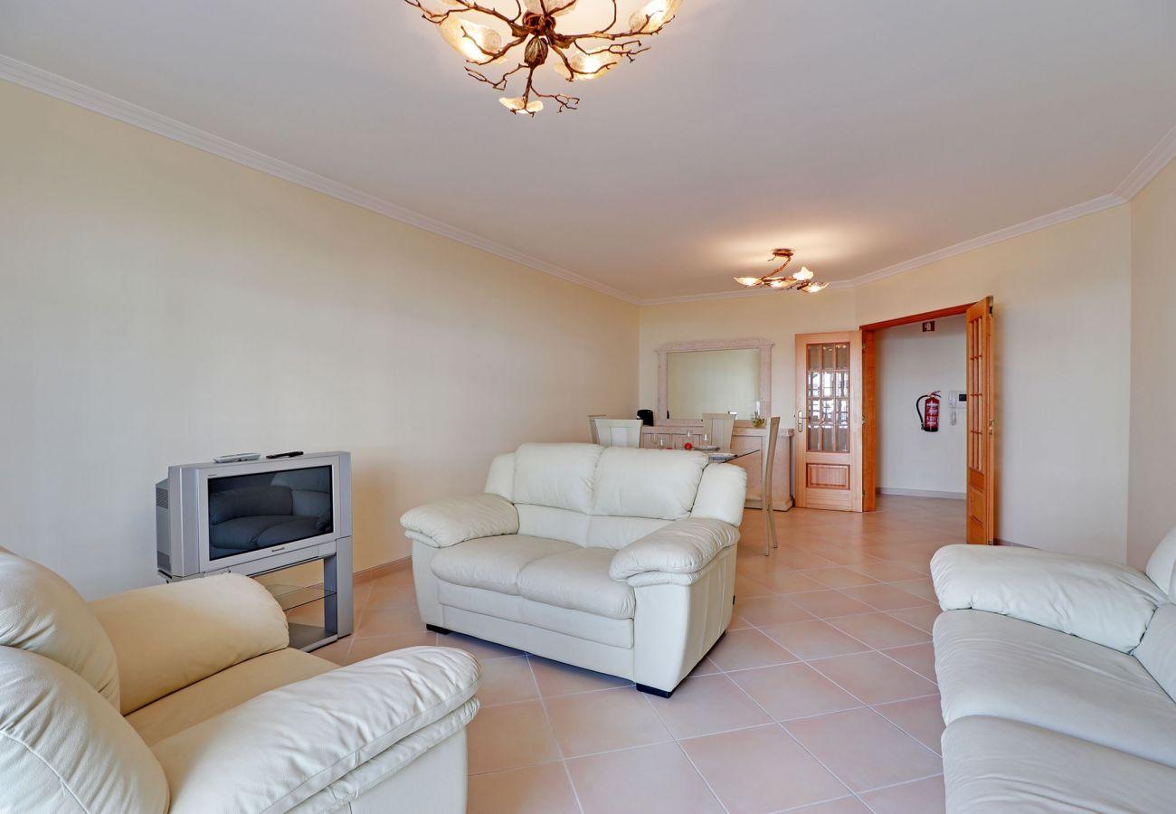 Apartment in Quarteira - QUARTEIRA CENTRAL APARTMENT by HOMING