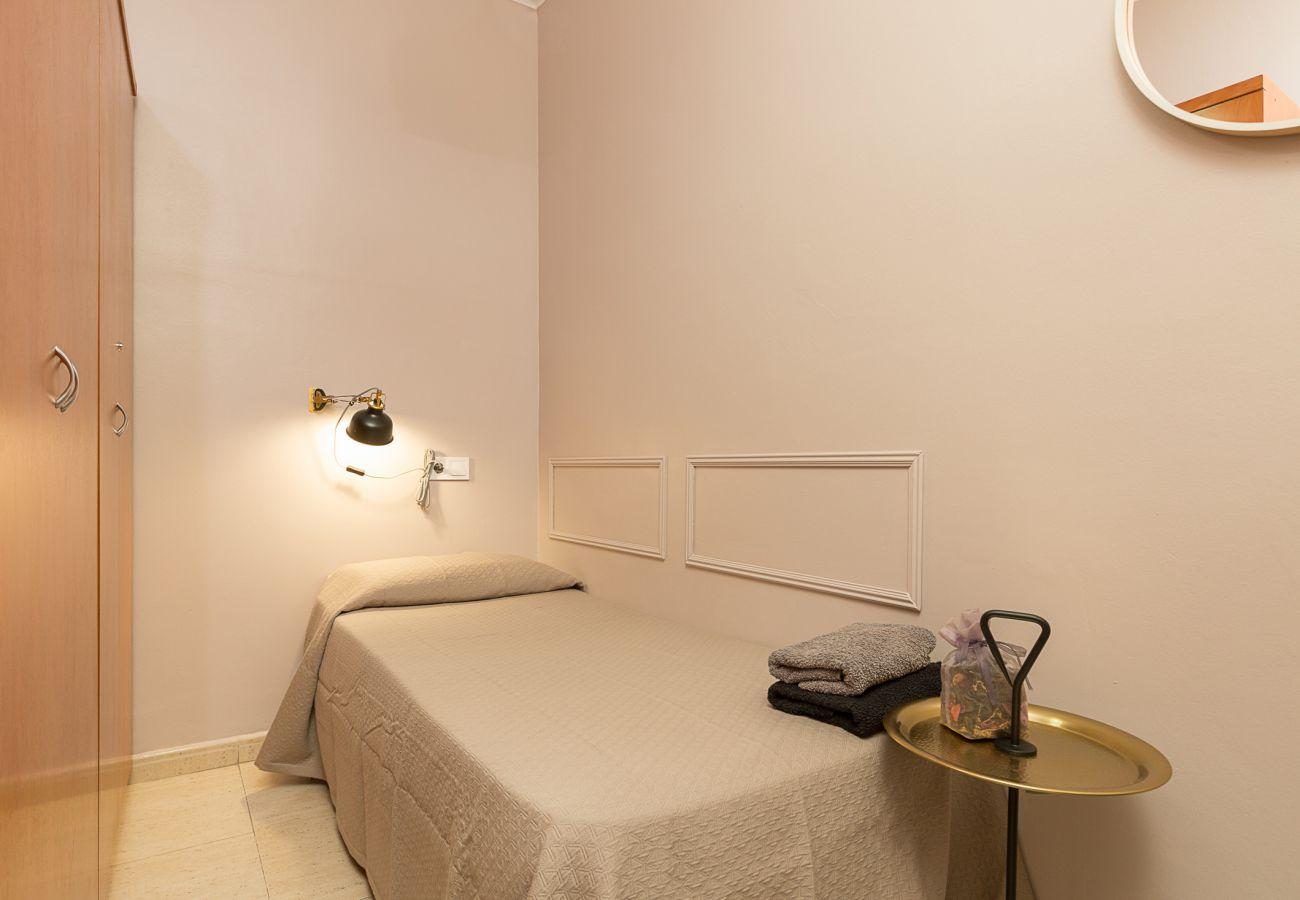 dormitorio individual tranquilo en el apartamento plaza españa barcelona