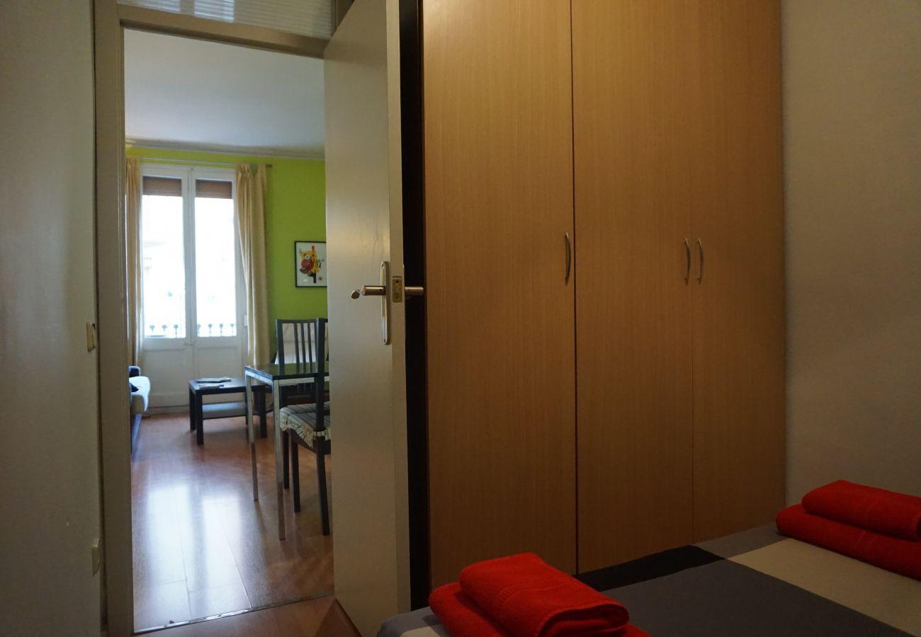 Apartamento en Barcelona - OLIVERA, balcony, Plaza España, La Fira