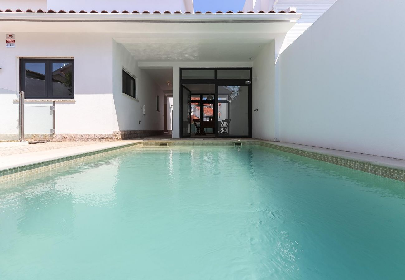 Parede Villa by Homing
